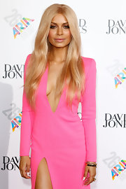 Havana Brown looked like a doll with her soft wavy blonde hair down at the 26th ARIA Awards.