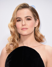 Zoey Deutch channeled Old Hollywood with these glamorous curls at the Gotham Independent Film Awards.