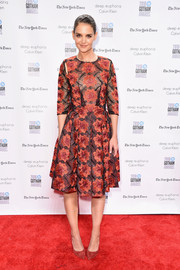 Katie Holmes complemented her dress with red suede pumps by Gianvito Rossi.