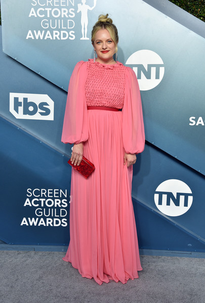 Elisabeth Moss finished off her look with a red box clutch by Edie Parker.