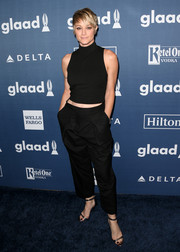 Teri Polo continued the laid-back vibe with a pair of black slacks.
