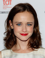 Alexis Bledel kept her makeup minimal at the Lucille Lortel Awards and then added a brilliant pop of red lipstick.