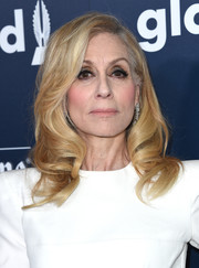 Judith Light was glamorously coiffed with vintage-style curls at the 2017 GLAAD Media Awards.