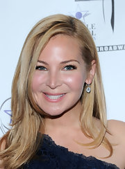 Jennifer Westfeldt styled her hair in a simple side part for the Lucille Lortel Awards.