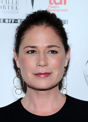 Maura Tierney accessorized with a charming pair of linked gold hoops at the Lucille Lortel Awards.