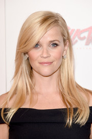 Reese Witherspoon looked simply elegant wearing this straight hairstyle with side-swept bangs during the American Cinematheque Award.