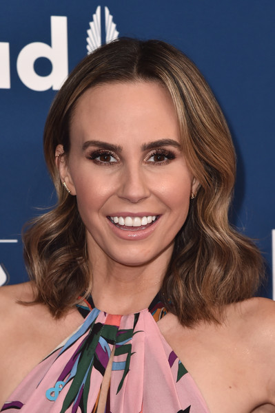 Keltie Knight wore her hair down to her shoulders in a billowy style when she attended the 2018 GLAAD Media Awards.