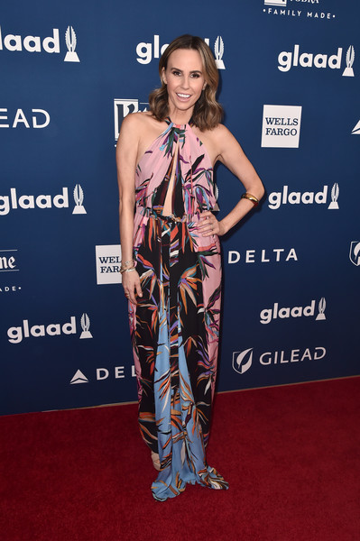 Keltie Knight looked summery in a printed halter dress at the 2018 GLAAD Media Awards.
