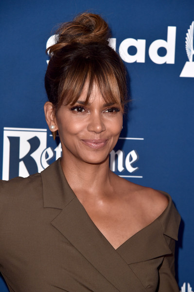 Halle Berry looked cute and trendy wearing this top knot with wispy bangs at the 2018 GLAAD Media Awards.
