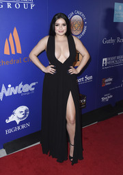 Ariel Winter looked gorgeous in a black gown with a daring V plunge and a thigh-grazing slit at the Palm Springs International Film Festival closing night reception.