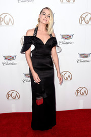 Margot Robbie went for modern elegance in a black cold-shoulder halter gown by Louis Vuitton at the 2018 Producers Guild Awards.