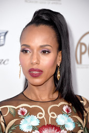 Kerry Washington went for an ultra-feminine beauty look with a swipe of pink eyeshadow.
