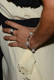 Natalie Imbruglia donned classic accessories at the AACTA International Awards with this pearl bracelet and matching ring.