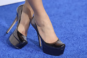 Maria Menounos arrived at the 2012 American Giving Awards in a pair of black patent leather platform pumps.