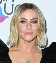 Julianne Hough looked cute wearing this subtly wavy 'do at the 2019 Girl Up #GirlHero Awards.