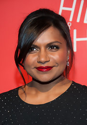 Mindy Kaling pulled back her jet-black hair into a stylish ponytail but left just a few pieces hanging to add a soft touch.