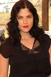 Selma Blair wore her raven tresses in retro curls at the Veuve Clicquot Polo Classic. She added even more drama with a classic red pout.