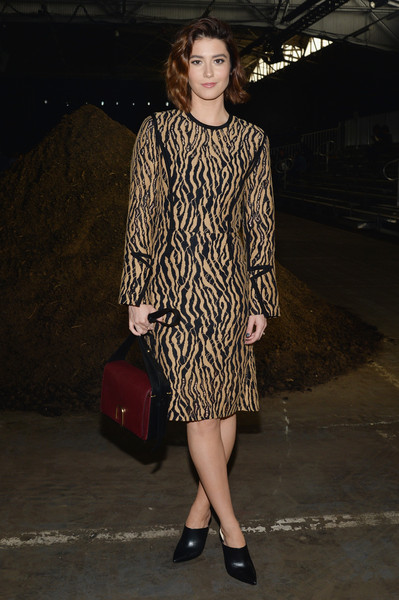 Mary Elizabeth Winstead helped promote the 3.1 Phillip Lim Spring 2016 collection during New York Fashion Week.