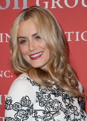 Taylor Schilling looked lovely with her center-parted wavy hairstyle at the Annual Night of Stars.