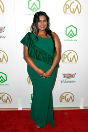 Mindy Kaling chose an emerald-green one-shoulder gown with diagonal ruffle detailing for the 2019 Producers Guild Awards.
