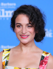 Jenny Slate finished off her look with a sweep of saturated pink lipstick.