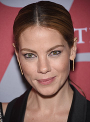 Michelle Monaghan dazzled up her lobes with a pair of dangling diamond earrings by Graziela Gems.