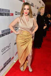 Alyssa Milano sealed off her look with gold platforms by Stuart Weitzman.