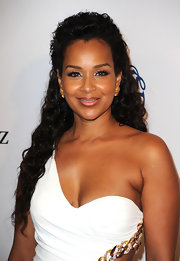 Lisa Raye showed off her elegant half up half down hairdo while attending the 32nd Anniversary Carousel of Hope Gala.
