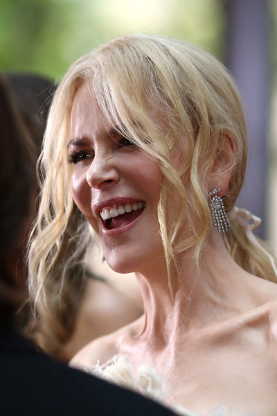 Nicole Kidman added some razzle-dazzle with a pair of diamond chandelier earrings.