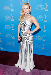 Hayden Panettiere chose a silver and white dress for her sleek and gorgeous look at the Sports Emmy Awards in NYC.