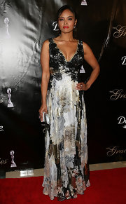 Sharon Leal gave her floral gown a glam finish with a silver Hit clutch by Swarovski.