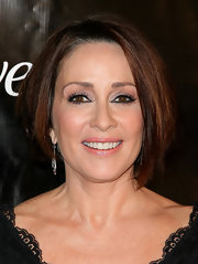 Patricia Heaton looked lovely in an asymmetrical short haircut with a side part.