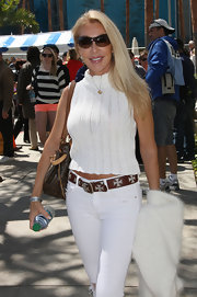 Linda Thompson's sleeveless white knit top proves it's possible to look sweet and sexy at the same time.