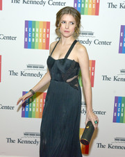 Anna Kendrick paired an elegant Amanda Pearl tube clutch with a cutout gown for the Kennedy Center Honors Gala Dinner.