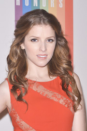 Anna Kendrick looked oh-so-beautiful with this curly half-up 'do at the Kennedy Center Honors Gala.