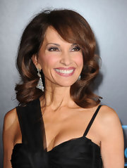 Susan Lucci paired her asymmetrical dress with a side swept wavy cut.