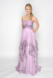 Kimberly Matula posed at the Annual Daytime Entertainment Emmy Awards wearing a lavender dress.