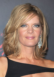 Michelle Stafford showed off her medium curls while rockin' diamond chandelier earrings.