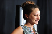 Shailene Woodley wore her hair in a high loose bun at the 37th Annual Los Angeles Film Critics Association Awards.