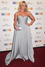 Miranda Lambert paired her lovely gown with a complementary satin envelope clutch.