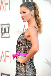 Gisele topped off her red carpet ensemble with a chic tousled ponytail.