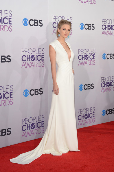 More Pics of Taylor Swift Bobby Pinned Updo (2 of 35) - Bobby Pinned Updo Lookbook - StyleBistro