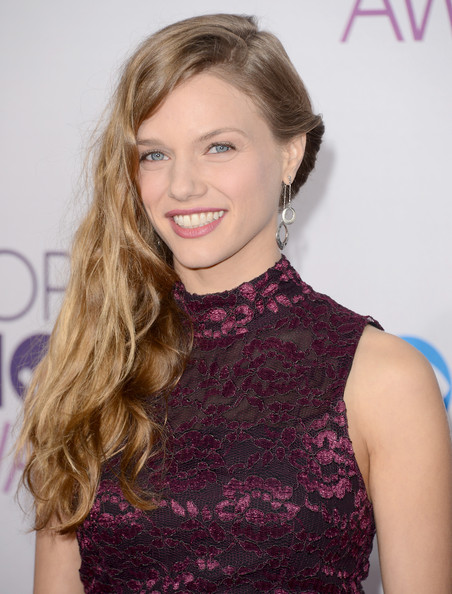 More Pics of Tracy Spiridakos Long Wavy Cut (5 of 9) - Long Wavy Cut Lookbook - StyleBistro