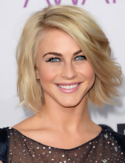 Julianne Hough was a total blonde bombshell at the 2013 People's Choice Awards—just look at all that volume!