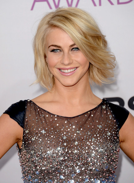 More Pics of Julianne Hough Short Wavy Cut (2 of 20) - Short Wavy Cut Lookbook - StyleBistro