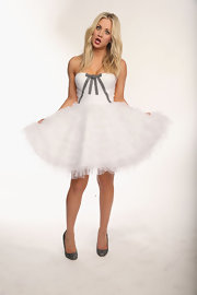 Kaley Cuoco got dolled up for the People's Choice Awards portraits in this tulle party dress.