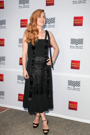 Amy Adams complemented her lovely dress with black ankle-strap platform sandals.