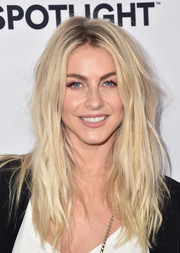 Julianne Hough channeled her inner rock star with this messy 'do at the Airbnb Open Spotlight event.