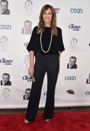 Allison Janney's loose black velvet blouse and statement necklace at the Carney Awards were a perfect pairing!