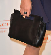 Rosario Dawson kept her evening look classic and simple with this black leather purse.